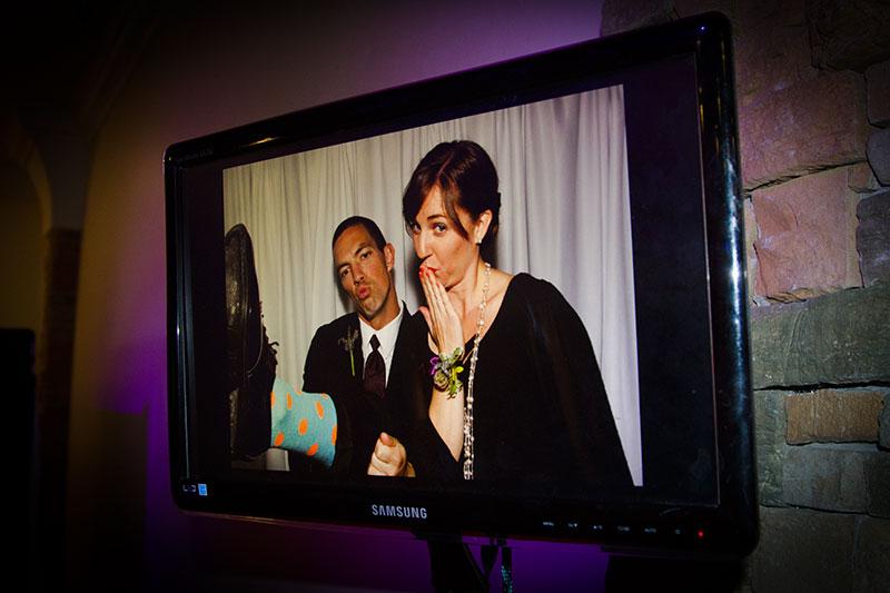 external slide show monitor for photobooths